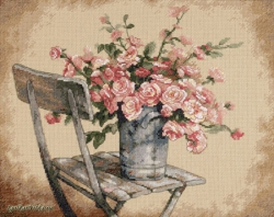 Roses on White Chair 35187 / Розы на белом стуле